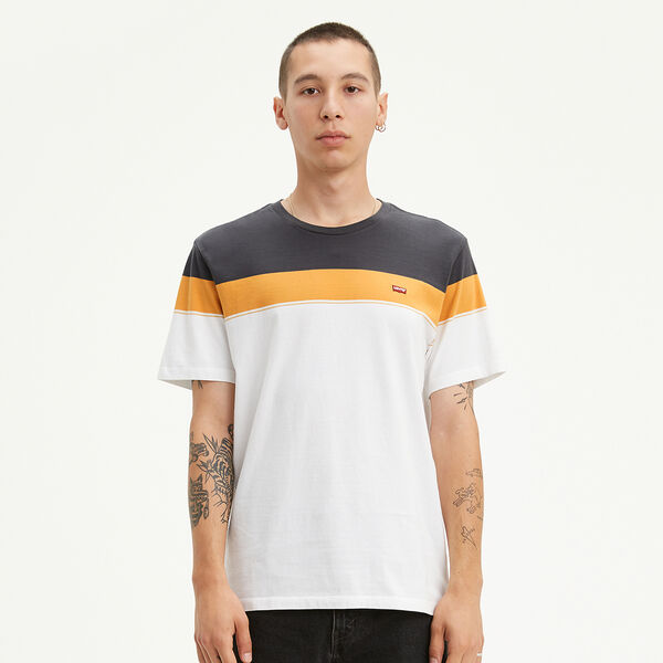 Levi's® Chest Patch Logo Tee